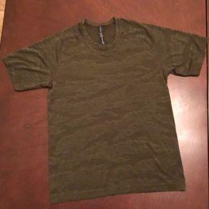 Lululemon shirt sleeve tee